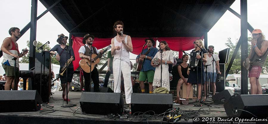 Edward Sharpe and the Magnetic Zeros performance