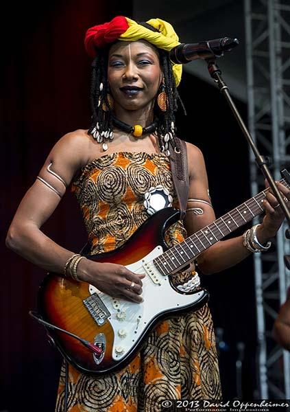live photo of Fatoumata Diawara