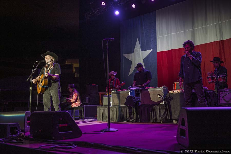 live performance by willie nelson and family